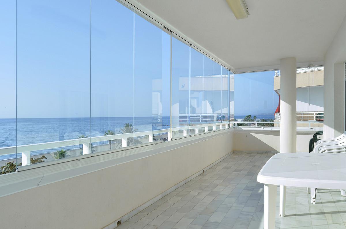 Middle Floor Apartment, Estepona, Costa del Sol. 3 Bedrooms, 2 Bathrooms, Built 120 m², Terrace 40 m,Spain