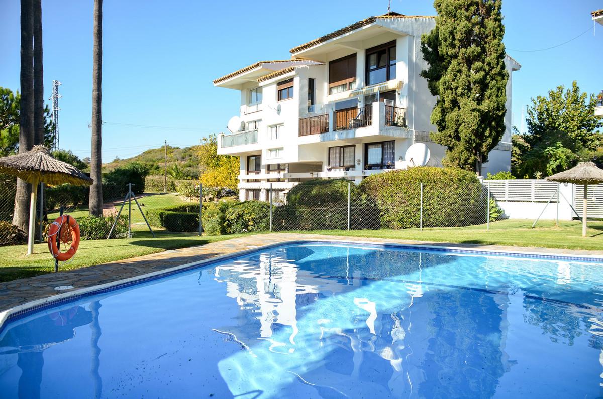 Middle Floor Apartment, Estepona, Costa del Sol. 4 Bedrooms, 1.5 Bathrooms, Built 0 m².  Setting : C,Spain