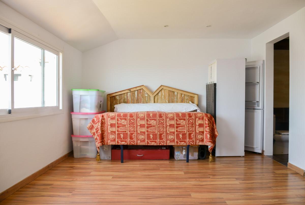 Unifamiliar con 4 Dormitorios en Venta San Luis de Sabinillas
