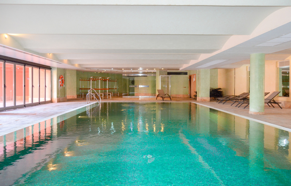 Middle Floor Apartment, New Golden Mile, Costa del Sol. 3 Bedrooms, 2 Bathrooms, Built 120 m², Terra,Spain