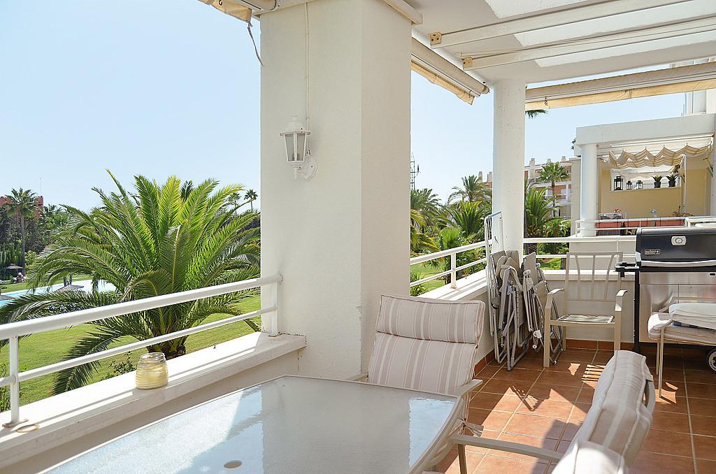 Middle Floor Apartment, Estepona, Costa del Sol. 3 Bedrooms, 3 Bathrooms, Built 122 m², Terrace 15 m,Spain