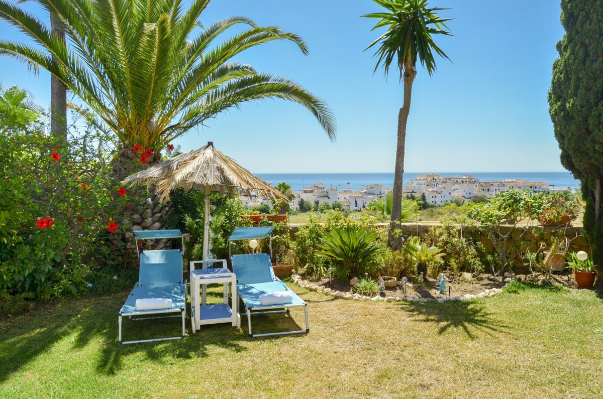 Semi-Detached House, La Duquesa, Costa del Sol. 3 Bedrooms, 2 Bathrooms, Built 0 m².  Setting : Fron,Spain