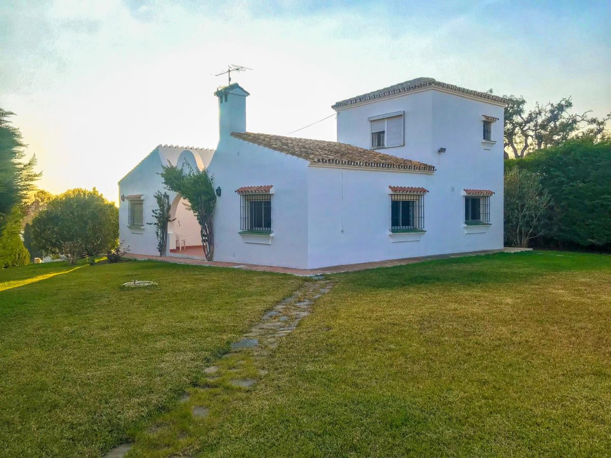 Detached Villa, Estepona, Costa del Sol. 4 Bedrooms, 2 Bathrooms, Built 150 m², Garden/Plot 1200 m².,Spain