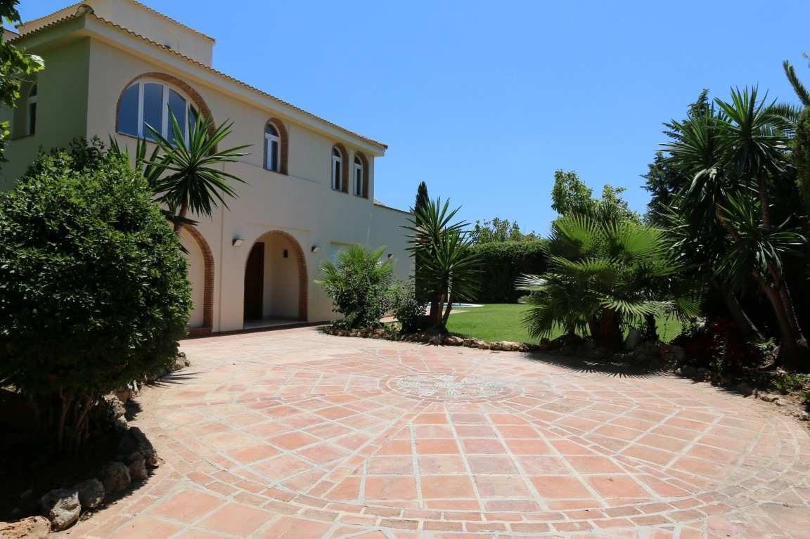 Villa Til salg i Nueva Andalucía R3512239