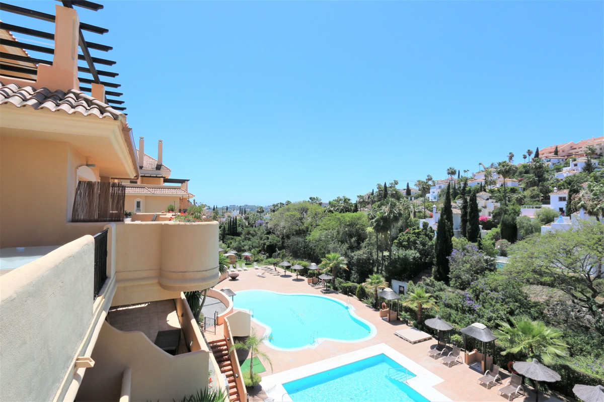 Middle Floor Apartment for sale in Nueva Andalucía R3512560