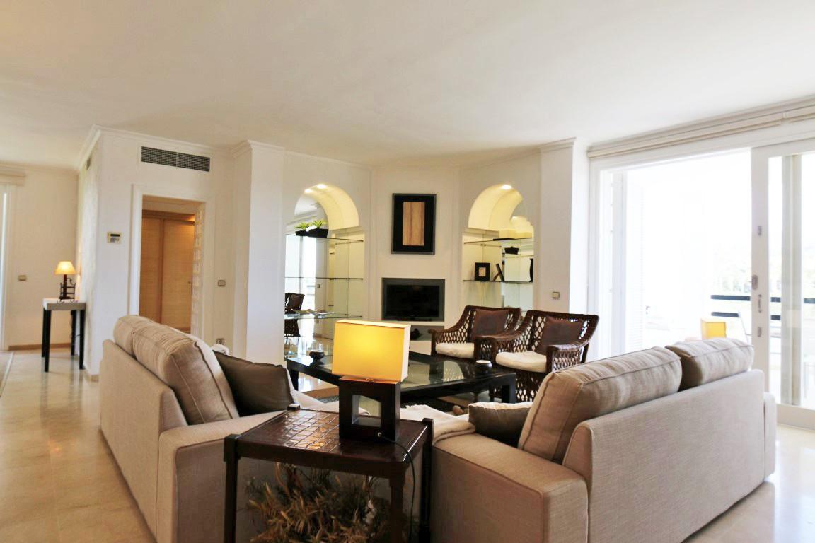 Lägenhet på mellanplan i Los Monteros R3196825