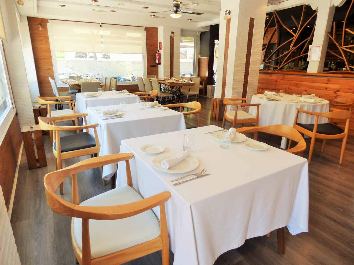 RESTAURANT TO LEASE IN THE CENTER OF FUENGIROLA just 200 meters from the promenade, in a very commer,Spain