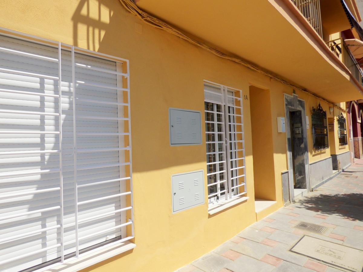 Great ground floor, just 50 meters from the beach. Studio 50 m2 with separate dressing room. Unfurni,Spain