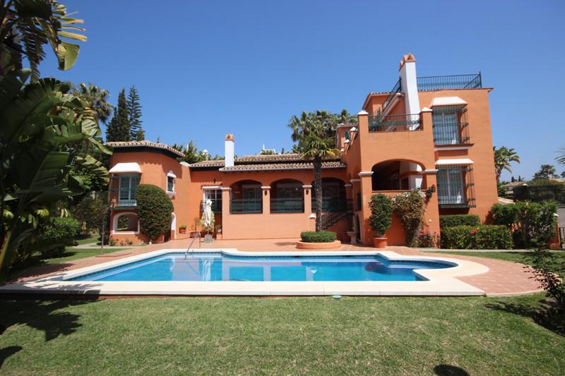 Villa - real estate in Bahia de Marbella