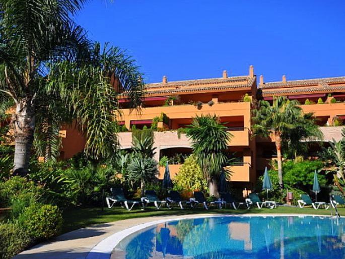 Apartment - real estate in Bahia de Marbella