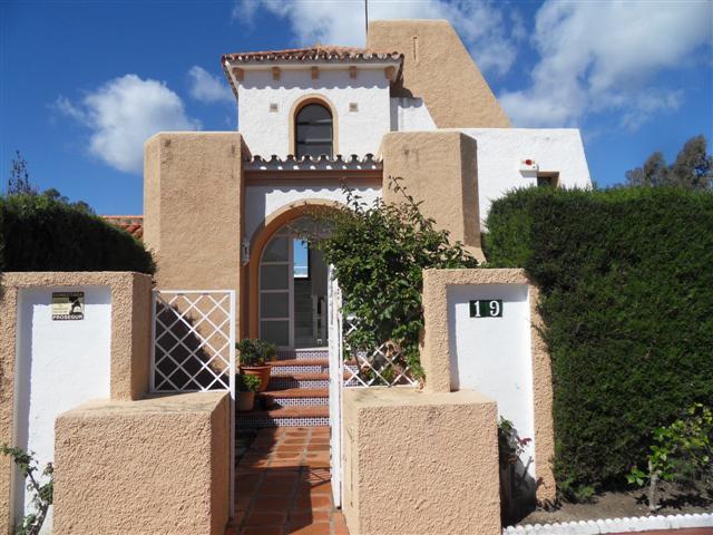 Villa - real estate in Nueva Andalucia