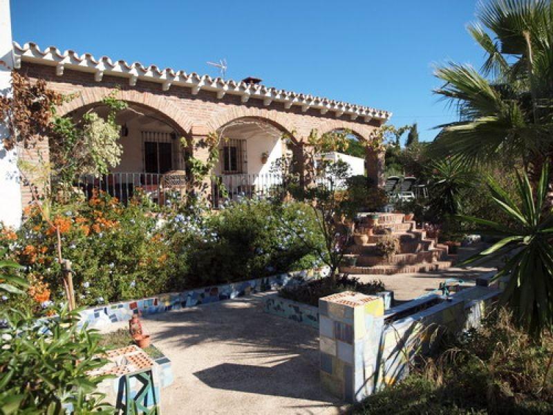 Villa til salg i Almayate