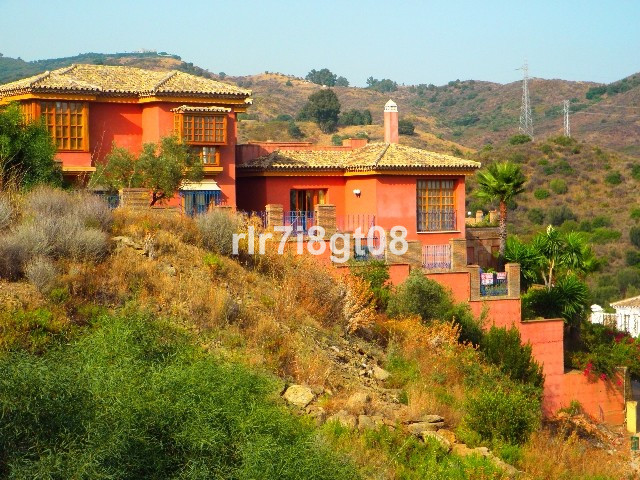 Villa - real estate in Elviria
