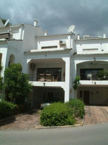 Casa adosada se vende en Miraflores