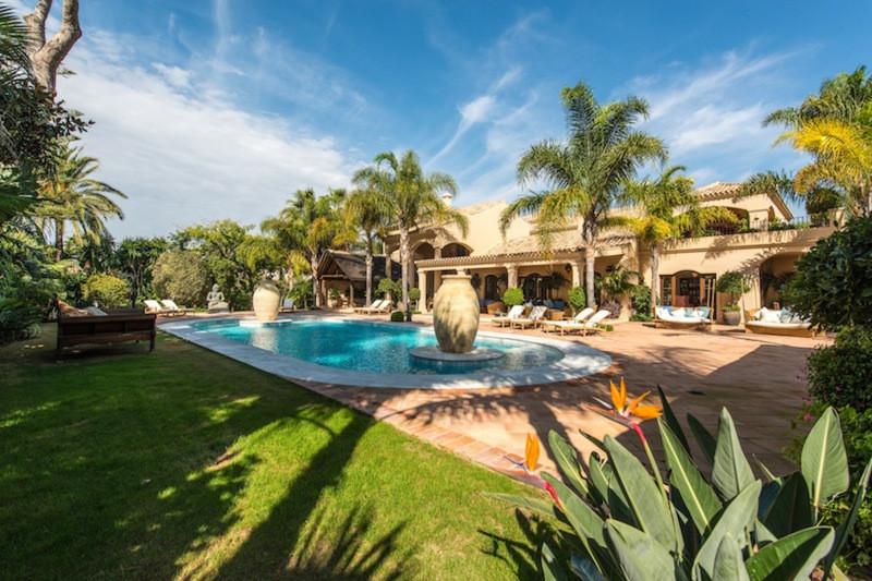 Chalet - real estate in Los Monteros
