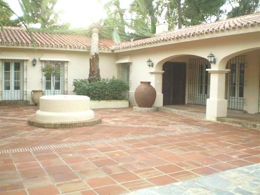 Villa - real estate in Los Monteros
