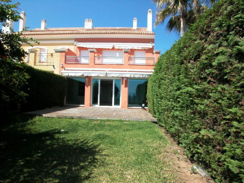 Townhouse for sale in Bahia de Marbella