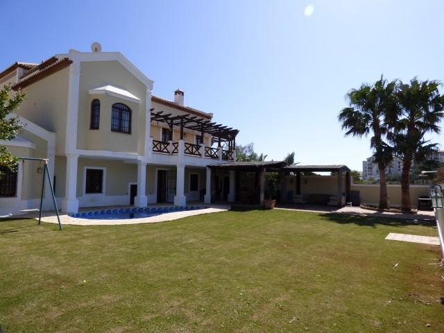 Villa - ejendomsmægler i Torrequebrada