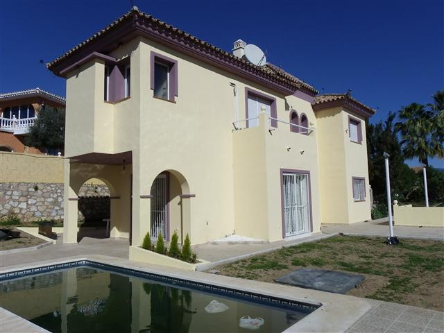 Villa for sale in Torrenueva
