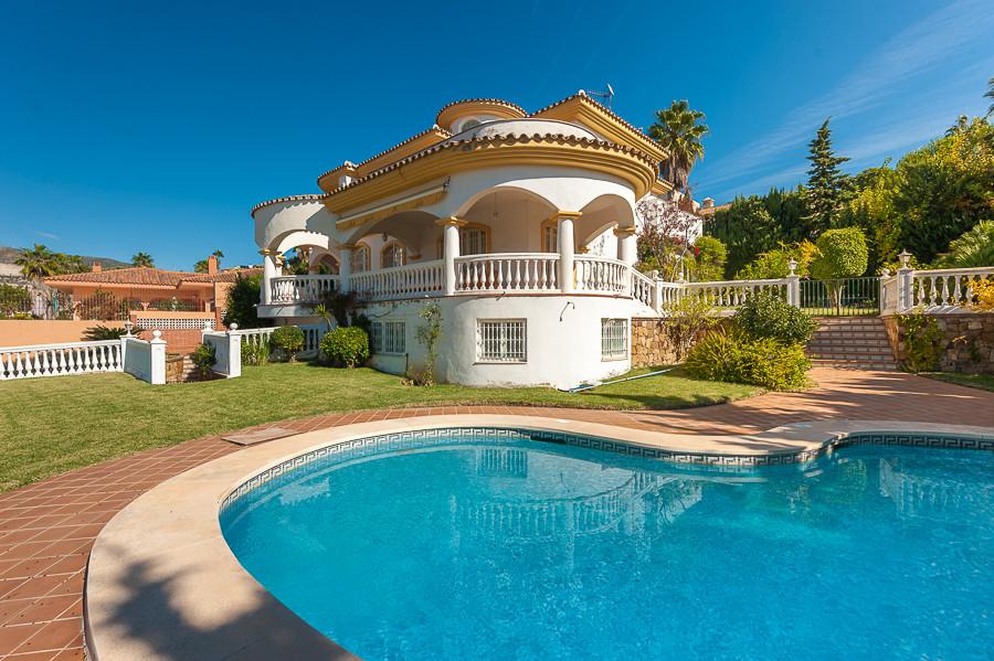 Villa til salg i Torrequebrada