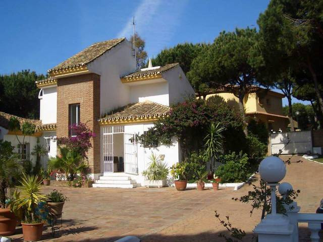 Villa se vende en Calahonda