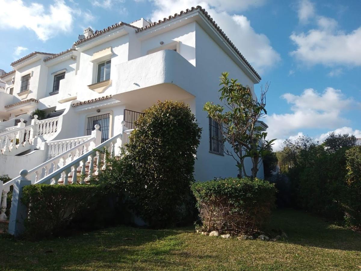 Townhouse - real estate in Calahonda