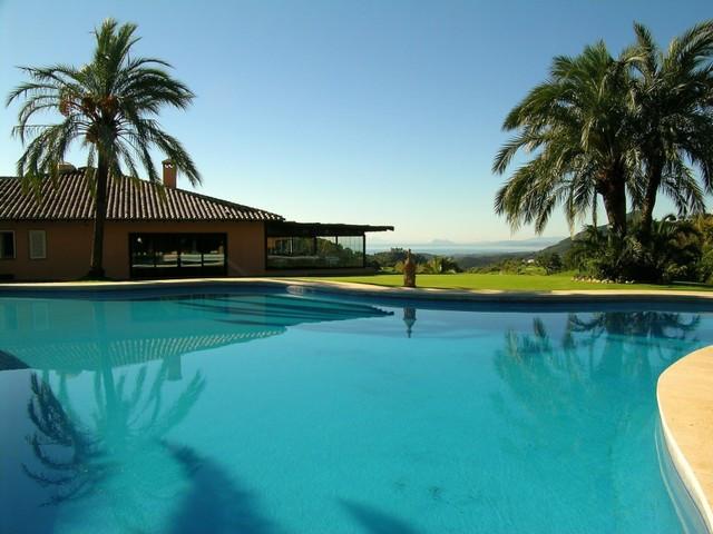 Jord - ejendomsmægler i La Zagaleta