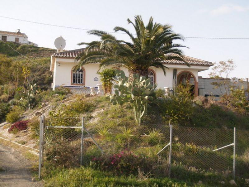 Villa for sale in Almayate