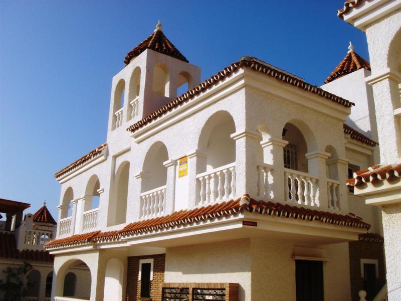 Villa - mägler i Mezquitilla
