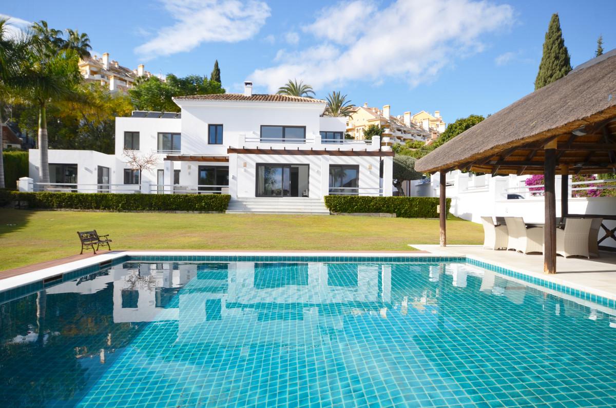 Villa - ejendomsmægler i Nueva Andalucia