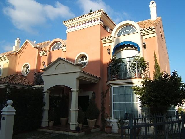 Townhouse - real estate in Torrequebrada