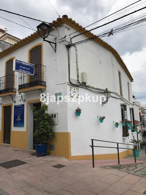 Unifamiliar 5 Dormitorios en Venta Estepona