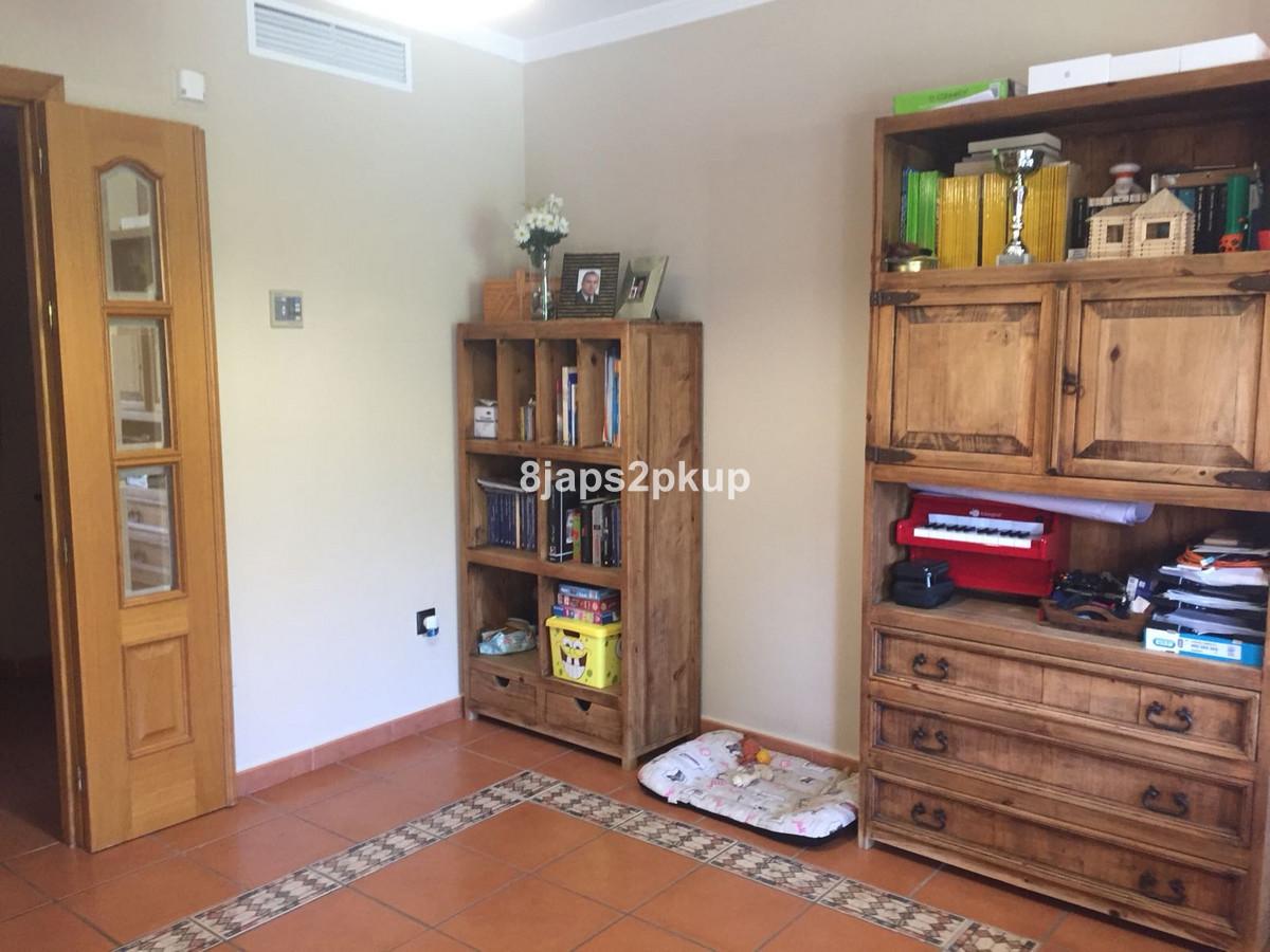 3 Bedroom Villa For Sale, San Luis de Sabinillas
