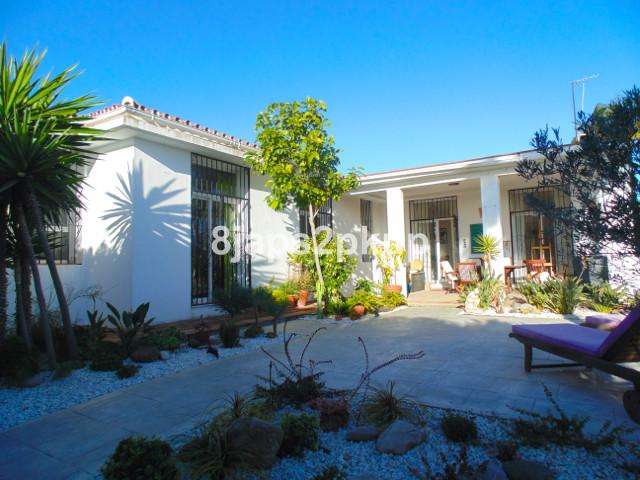LOVELY DETACHED VILLA IN ESTEPONA GOLF COURSE.... SEA VIEWS!!!!! Detached Villa, Estepona, Costa del,Spain