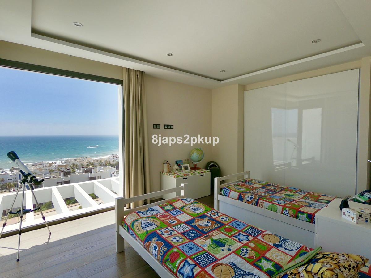 Villa con 4 Dormitorios en Venta Casares Playa