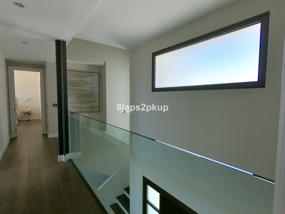 Villa te koop in Casares Playa R3423502