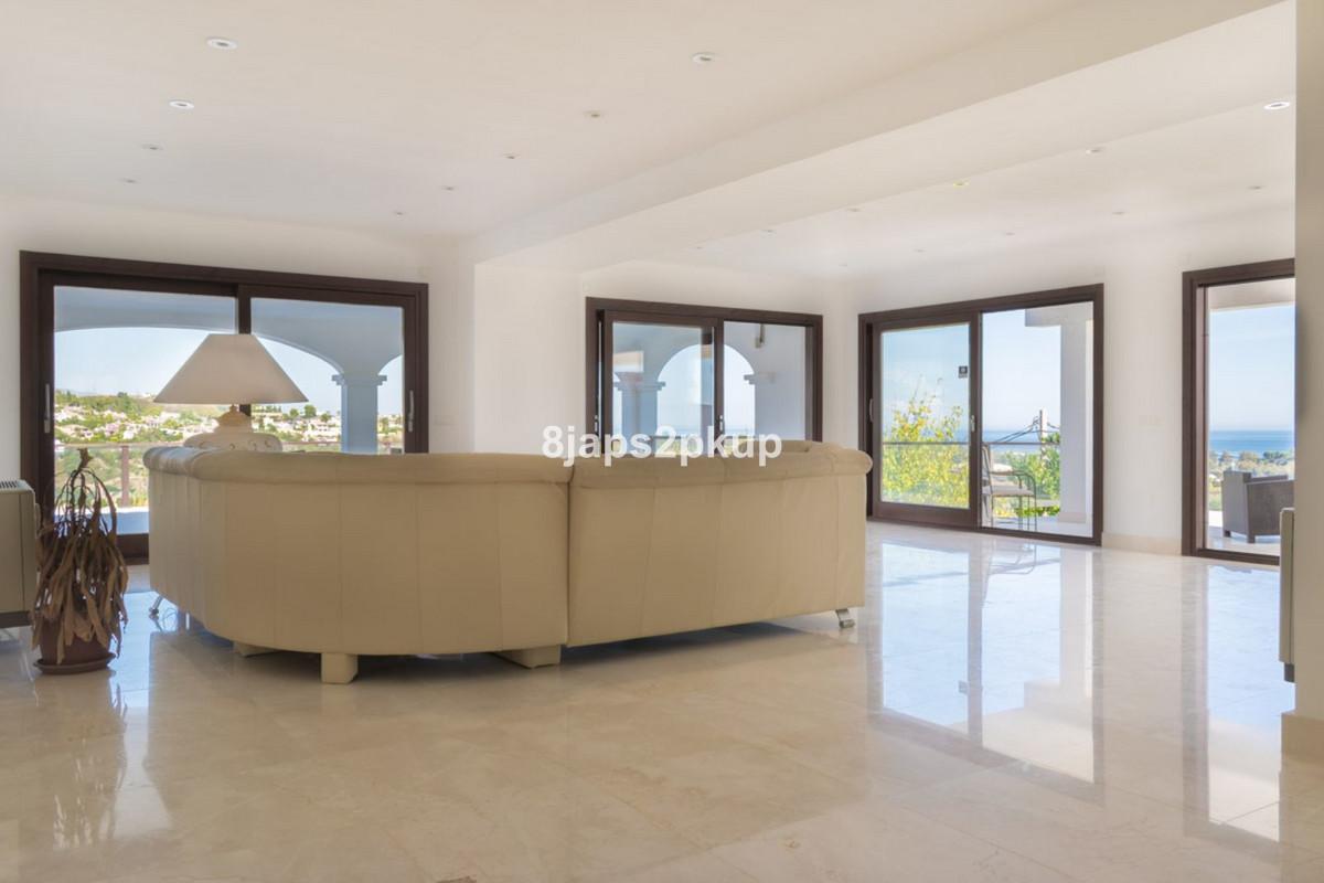 Villa Detached Estepona Málaga Costa del Sol R3399973 4