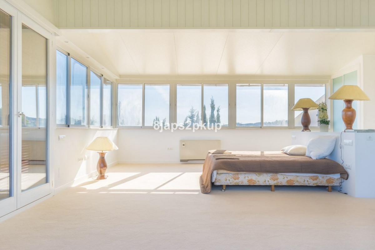 Villa Detached Estepona Málaga Costa del Sol R3399973 5