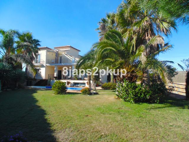 5 bedroom villa for sale casares playa
