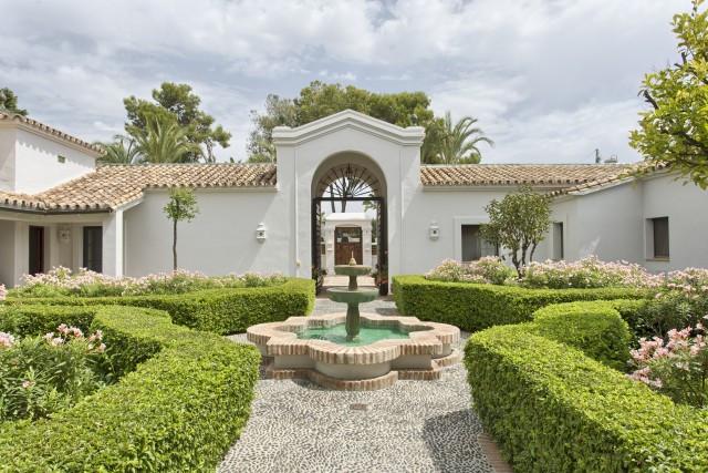 Villa 10 Dormitorios en Venta Guadalmina Baja