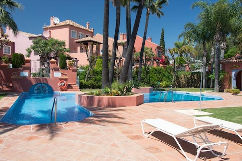 Terraced House - Monte Halcones