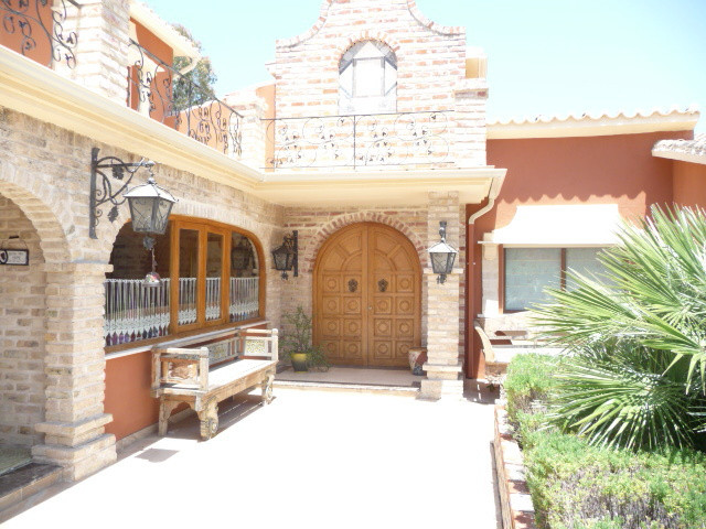 Villa - Chalet en venta en San Pedro de Alcántara R2536313