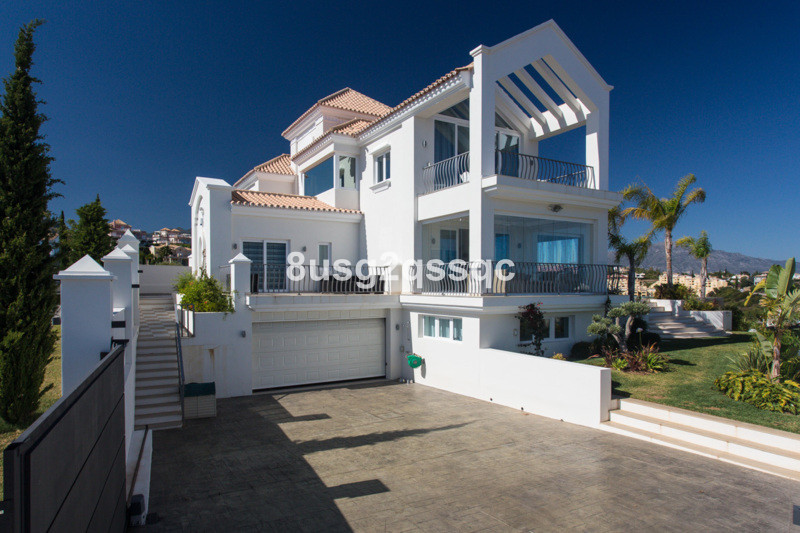 STUNNING VILLA FOR SALE New build villa with panoramic views of the sea and mountains, just 5 minute,Spain