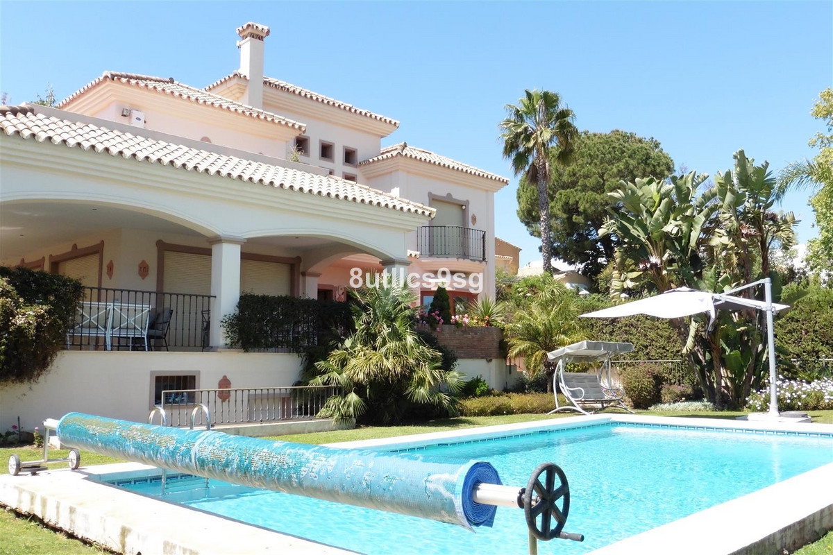 Detached Villa for sale in Nueva Andalucía R2898332