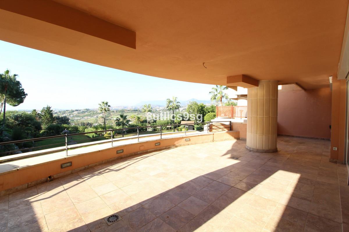 Apartament na środkowym piętrze na sprzedaż w Nueva Andalucía R3545356