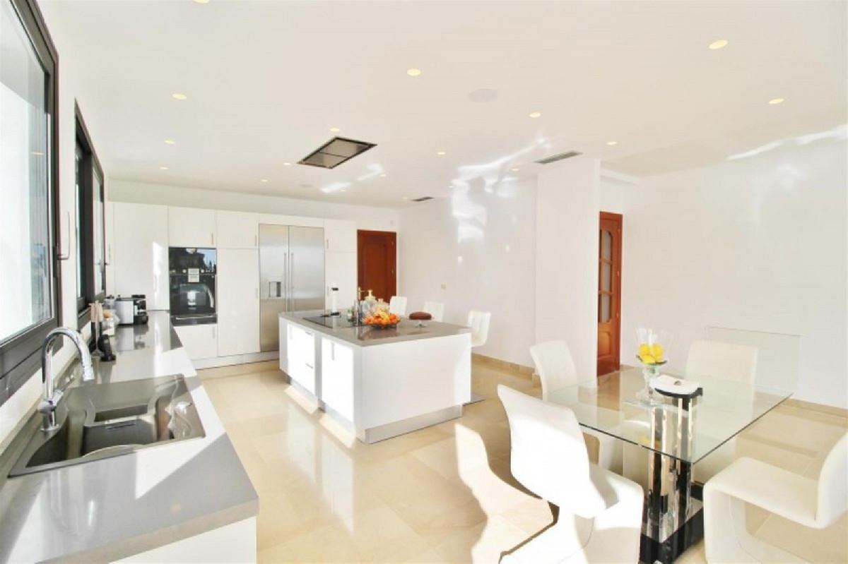 Villa te koop in Marbella R3583420