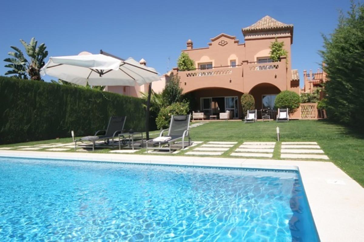 Detached Villa for sale in Puerto Banús R3614321