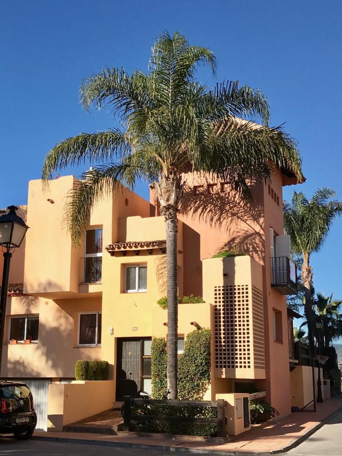 Townhouse in Nueva Andalucia