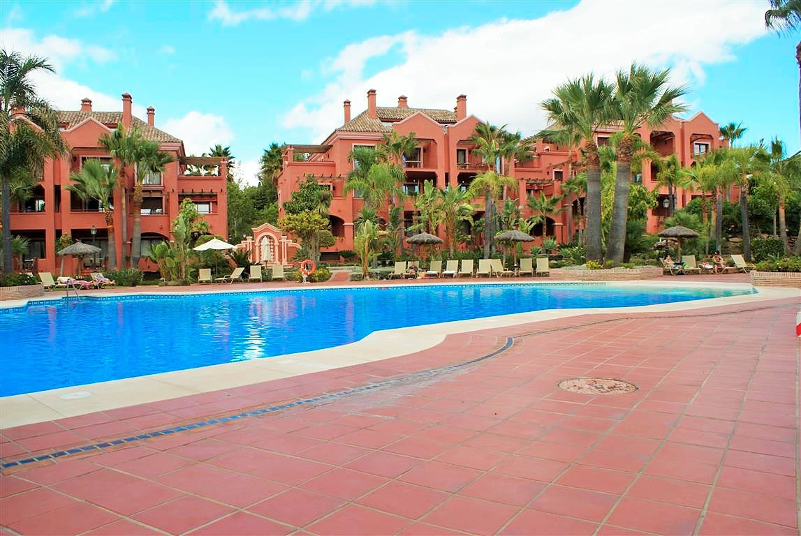 RESERVED-18.06.2018.   THE BEST PRICED UNIT IN VASARI RESORT:   Superb rental investment.  A rare opSpain