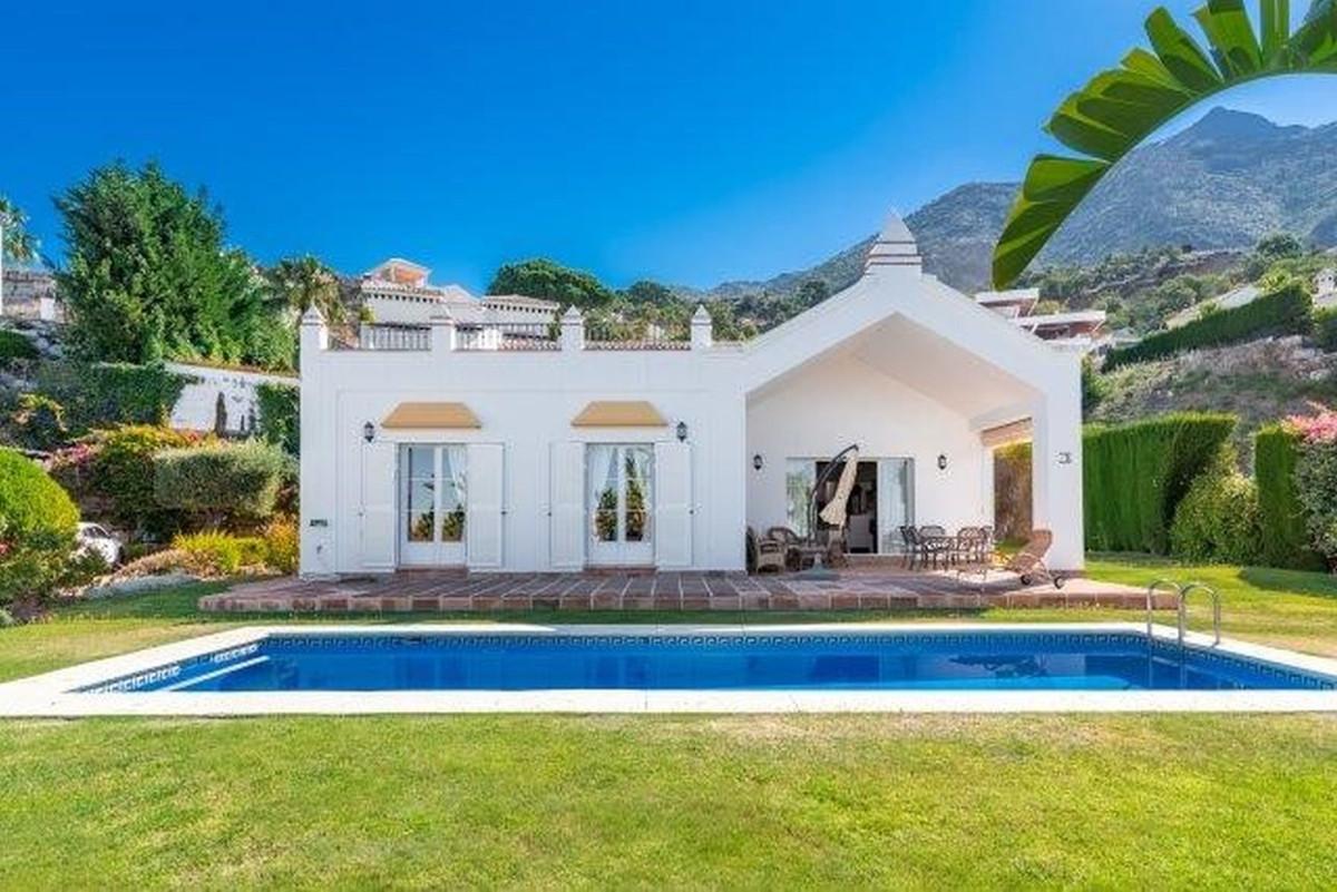 Spectacular 4 bedroom en suite villa built in the privileged private gated location of Sierra Blanca,Spain